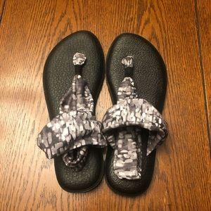 NWOT Sanuk Yoga Sandals